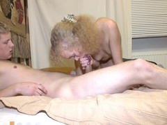 Licking beautys sexy shaved beaver is so satisfying